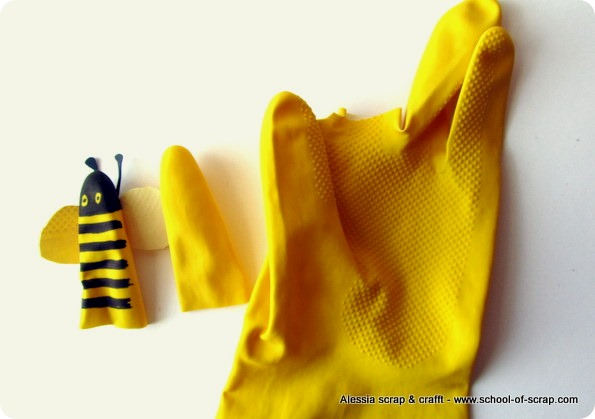 Lavoretti Art Attak: marionette da dita di guanti di gomma