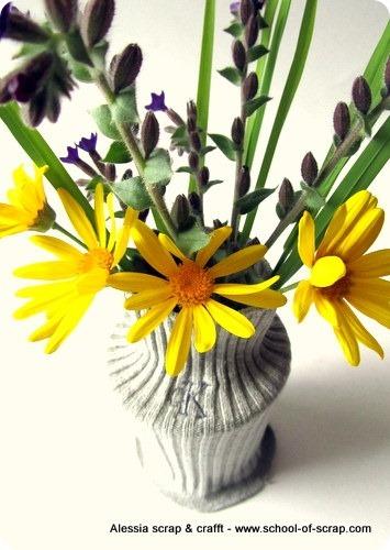 Lavoretti di primavera: vaso con la calza bucata