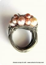 Filo d'acciaio e perle, ecco fatto un anello speciale