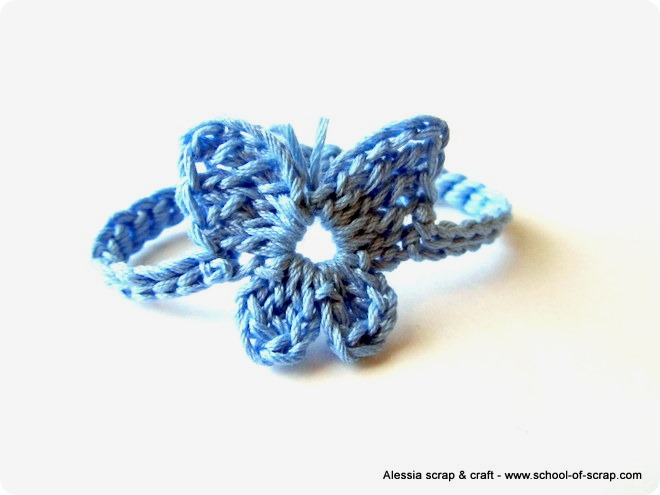 Con le farfalline a crochet si può fare un braccialetto