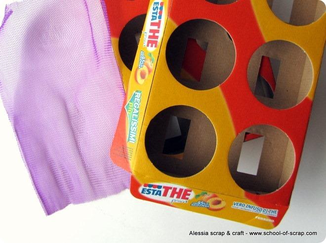 Porta orecchini fai da te con cartone riciclato e retina - Costruire un portagioie ...