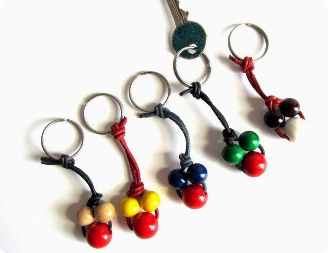 Populaire Idee regali fai da te: portachiavi con cuoio e perle di legno  ZM46