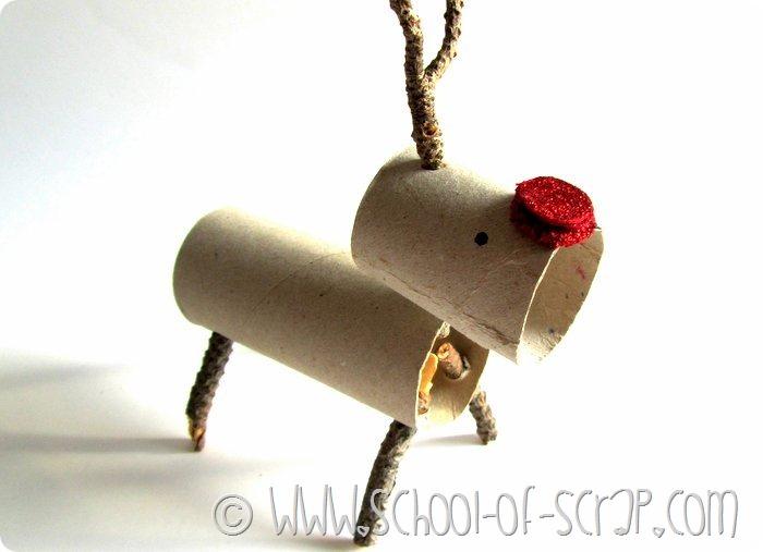 Decorazioni di Natale con i bambini: le renne di tubi e legnetti