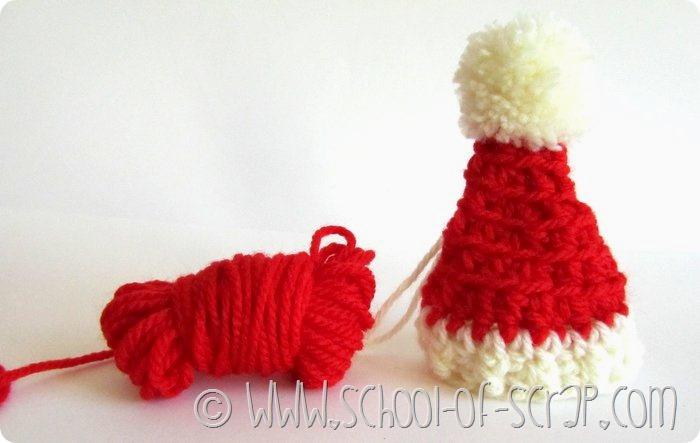 Decorazioni di Natale: cappelli di Babbo Natale da appendere all'albero