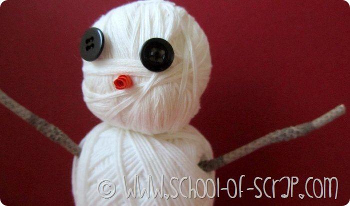 Un pupazzo di neve di gomitoli bianchi