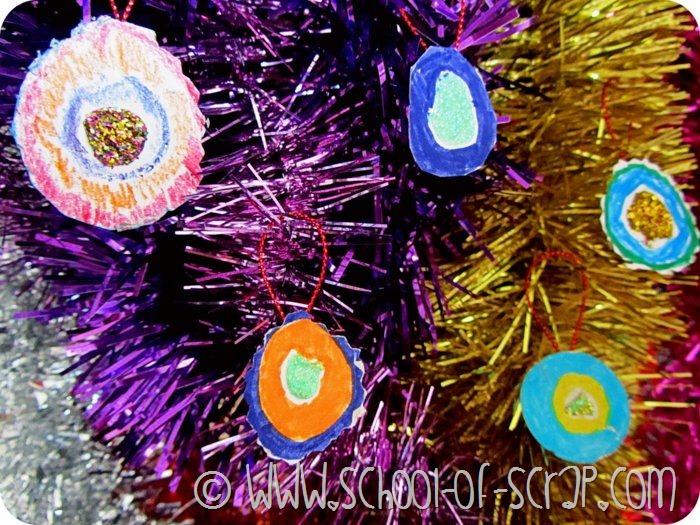 Natale con i bambini: le palline per l'albero fatte da Leon