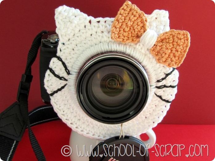 gattino all'uncinetto per la fotocamera