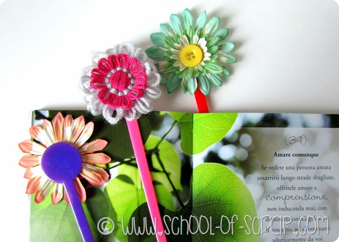 Lavoretti di primavera: segnalibri di fiori con le palette da cocktail