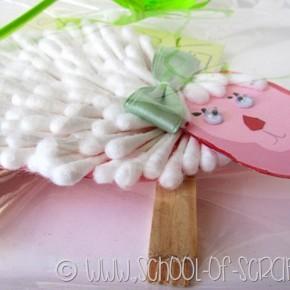Lavoretti di Pasqua di Lapo: la pecorella fatta con i cotton fioc