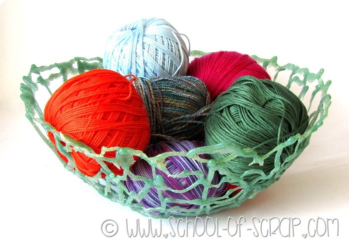 WEB, la ciotola gommosa in verde e gli anelli estemporanei