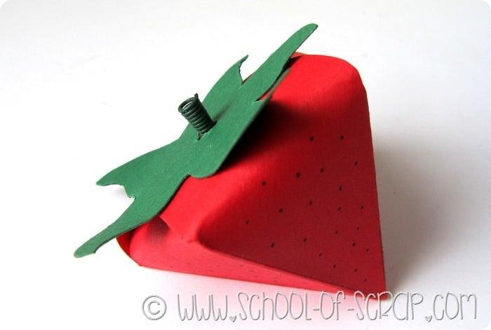 Packaging: tutorial per scatoletta bomboniera a forma di fragola