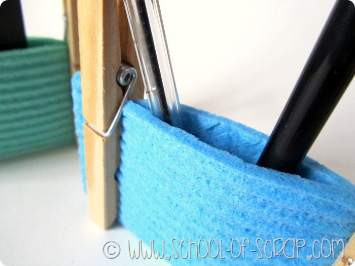 Cosa si può fare con due mollette di legno: porta tutto per la scrivania