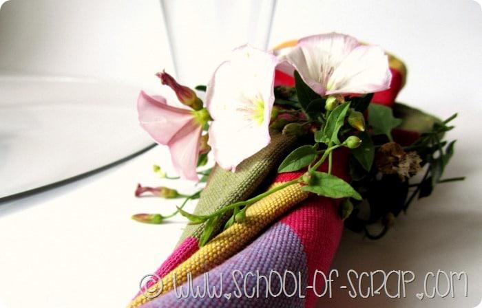 Tavola estiva: facciamo portatovaglioli in 5 minuti con i fiori di campo