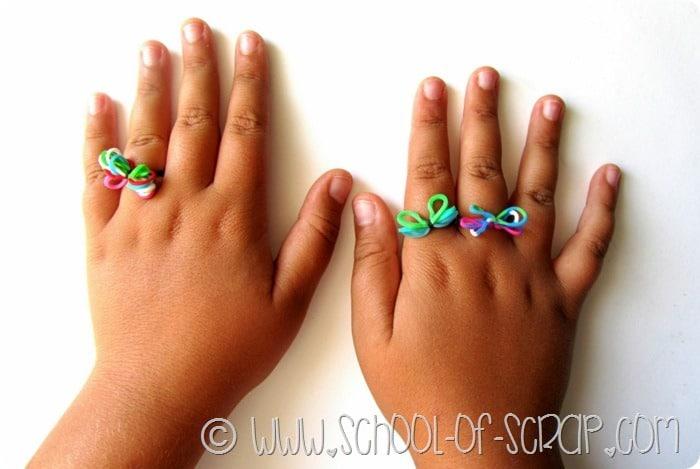 LAvoretti per bambini: facciamo band loom ring l'anellino di elastici colorati