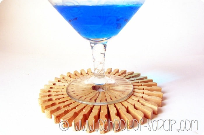 Decorazioni per la tavola: i sottobicchieri fatti con le mollette di legno