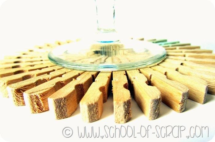 Decorazioni per la tavola: i sottobicchieri fatti con le mollette di ...