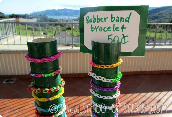 Giochi d'estate: espositore per braccialetti band loom per la bancarella dei bambini