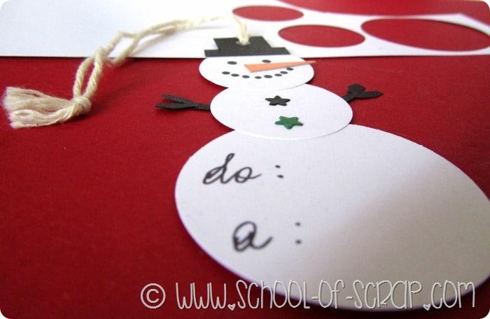 Idee per Natale: fai da te la tag a forma di pupazzo di neve da appendere ai regali