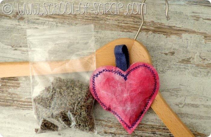 Idee geniali: il cuore profumabiancheria fatto con foglietti acchiappacolore