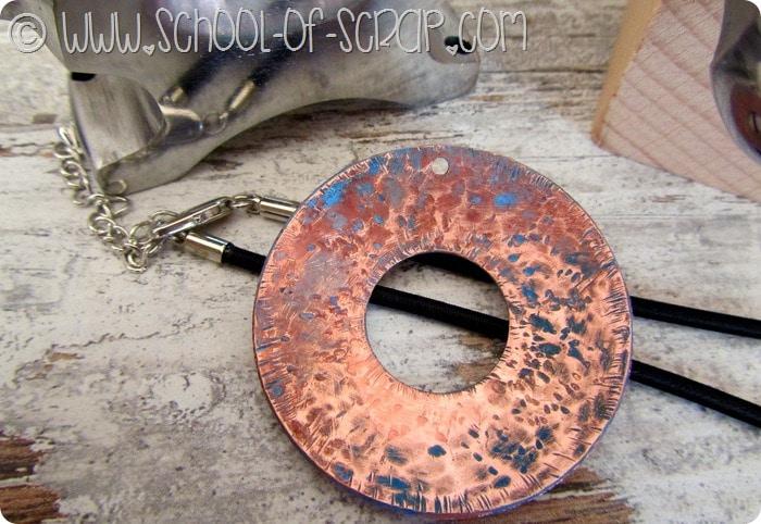 Bijoux e lavorazione del rame: il ciondolo con la patina blu #IloveOpitec
