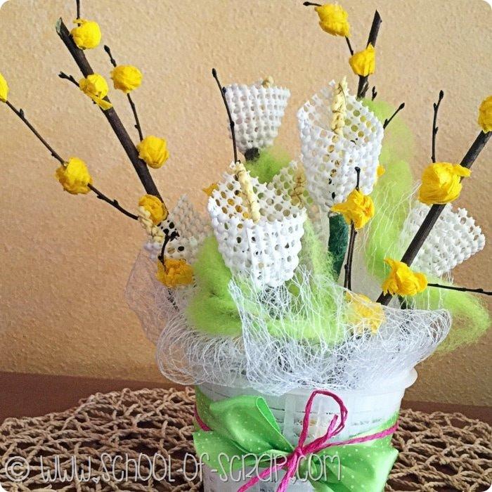 Guest Post: Facciamo una decorazione fiorita con materiali di riciclo