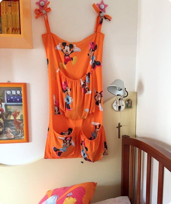 Guest Post: il comodino di stoffa (per chi non può mettere quello normale)