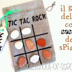 Idee con i bambini: il gioco del tris portatile con i sassolini della spiaggia