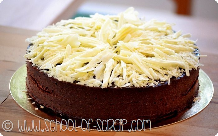 La torta 100% cioccolato si fa senza forno, farina, burro, uova e zucchero_