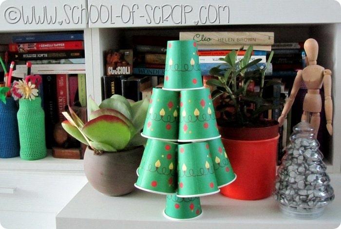 Riciclo creativo albero di Natale Fai da te di bicchieri di carta