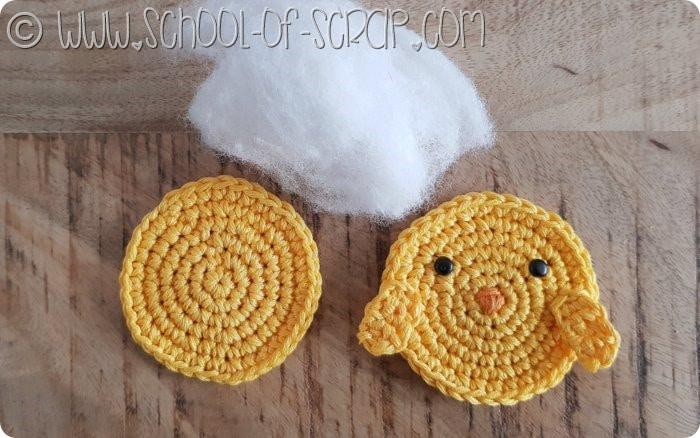 Piccolo pulcino amigurumi giallo, tenero e simpatico, fatto a mano ... | 438x700