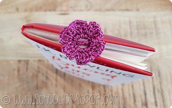 Segnalibro all'uncinetto tutorial per fare il fiore con la graffetta