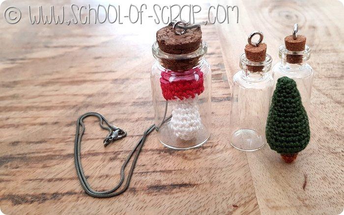 collane all'uncinetto - miniature nelle bottigliette di vetro
