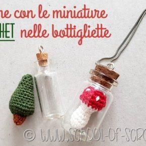 Idee per collane all'uncinetto: amigurumi in bottiglia