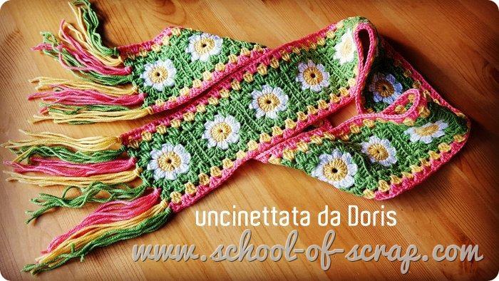 la sciarpa di Doris, fatta con la piastrella facile con la margherita