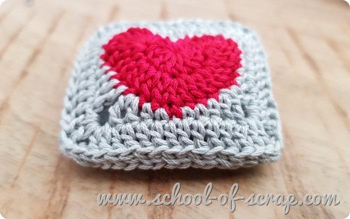 tutorial uncinetto spilla bijoux o puntaspilli con la piastrella granny con il cuore