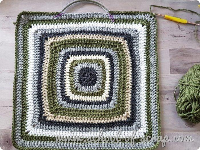 Idee uncinetto come fare una borsa facile con le mattonelle granny square - dietro